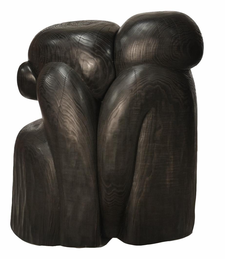Wang Keping, Couple, 2006, bois de frêne, 65 x 50 x 49 cm. Crédit photo : Yann Bohac
