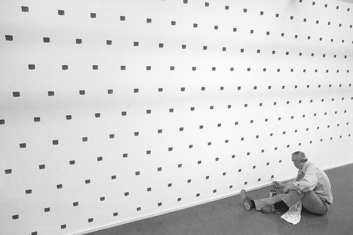 Niele Toroni : Musée d'Art moderne de la Ville de Paris : 24 09 2015 – 10 01 2016 : Vernissage le 23 09 2015.
