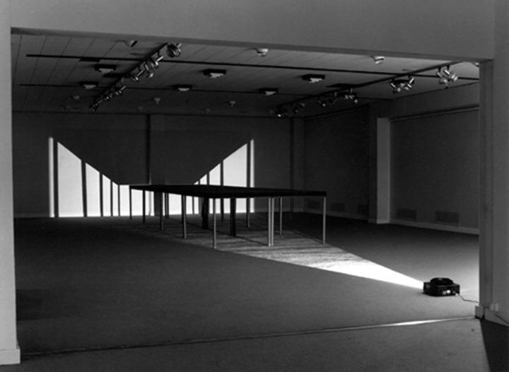 Michel VERJUX Huit tables 1983 Exposition personnelle, Espace d'art contemporain, Chalon-sur-Saône, 1983 Photo : André Morin