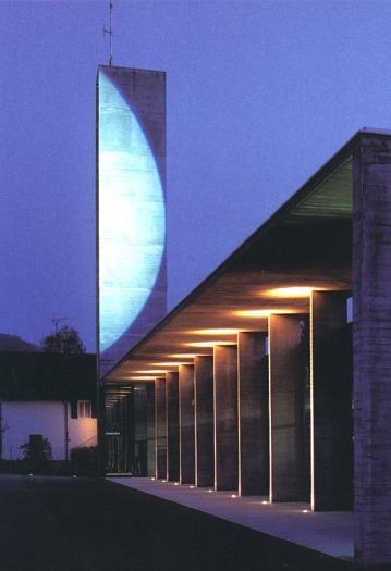 Sumbolon 2001 Eclairage : 2 projecteurs à découpe, lampes à iodure métallique Feuerwehrhaus, Hohenems, 2000 Arch. Reinhard Drexel ; consult. artistique, Häuslerkulturmanagment Photo : Florian Holzherr