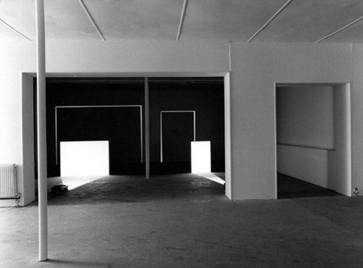 Michel VERJUX Petite et grande portes 1984 Exposition personnelle, le Consortium, Dijon, 1984 Photo : André Morin