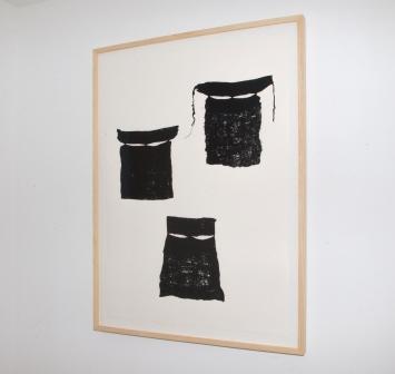 Alia Farid 3 Burqas, 2017 Sérigraphie 87 x 116 cm Courtesy de l'artiste et Galerie Imane Farès