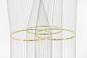 Artur Lescher Infinito Triple, 2018 Brass and green multifilament lines 550 x 100 x 100 cm 216 1/2 x 39 3/8 x 39 3/8 in Ed 5/5 © Artur Lescher - Photo: Rebecca Fanuele Courtesy of the Artist and Almine Rech