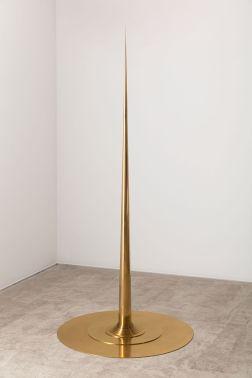 Artur Lescher Apolinário, 2014 Brass 400 x 100 cm 157 1/2 x 39 3/8 in Ed 1/1 + 2 AP © Artur Lescher - Photo: Everton Ballardin Courtesy of the Artist and Almine Rech