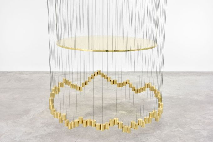 Artur Lescher Crater, 2018 Brass and green multifilament lines 550 x 90 cm 216 1/2 x 35 3/8 in Ed 5/5 + 2 AP © Artur Lescher - Photo: Rebecca Fanuele Courtesy of the Artist and Almine Rech
